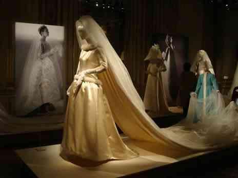 Ultima exposição feita pela dupla Hubert de Givenchy e Phillipe Venet em haroué. Vestido da rainha Fabiola da Belgica.