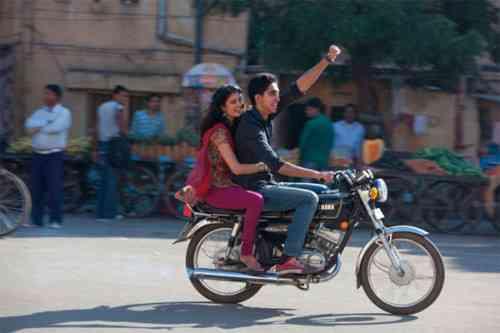 """Dev Patel (do oscarizado """"Quem quer ser um milionário"""", arrasa no papel de Sonny!"""
