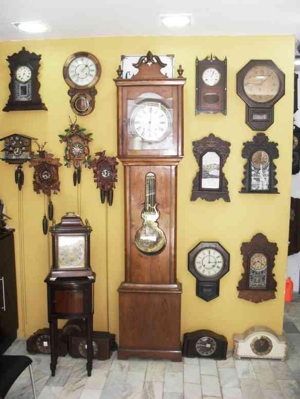 """3b3e37d28f7 Vários relógios """"cuco"""" que despertam o imaginário infantil."""