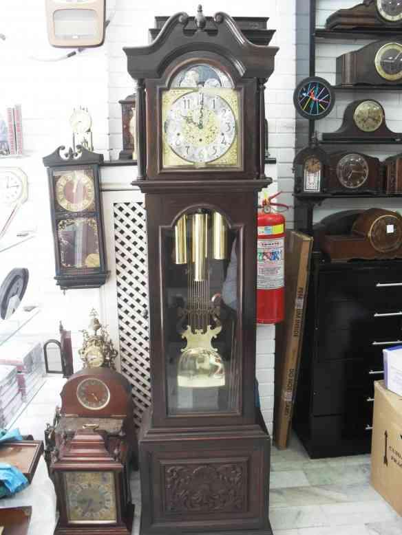 """0426db6e3ce Vários relógios """"cuco"""" que despertam o imaginário infantil. Relógios de  parede. Relógio de parede com data"""