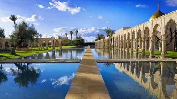 Palais-Namaskar-pool-gardens-walkway