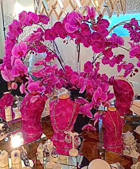 Jóias e flores, deslumbrantes, tem mistura mais perfeita?!