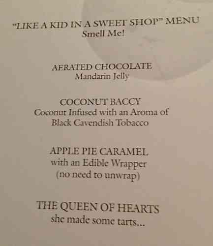 """""""Like a Kid in a Sweet Shop"""" é o cardápio das gracinhas doces que vem acompanhando o café/ infusão, que foi a minha escolha. Magic kingdom!"""