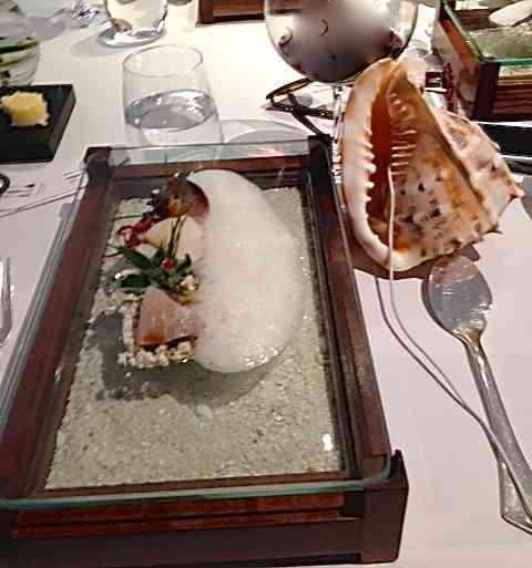 """Um dos pratos sensação: """" Sound of Sea"""", um popurri de sashimis acompanhados pelo som do mar: so romantic!"""