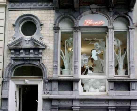 A fachada de sua linda loja em Bruxelas. Pra quem quiser fazer este turismo divino: Avenida Louise 404.