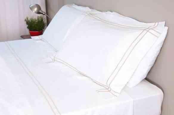 Os lençóis são sóbrios e de extrema qualidade: algodão egípcio!