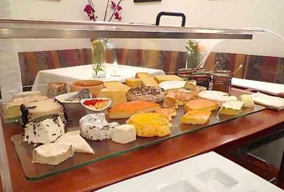 O carro de queijos locais... Divinos!