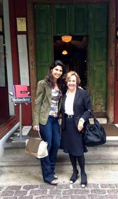 """MP com Lelete Farkas, uma de nossas maravilhosas anfitrãs, na porta do """"A Favorita""""!"""
