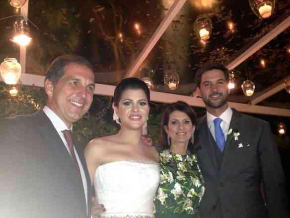 Os noivos com os tios queridos Paula e Luiz Carlos Nabuco