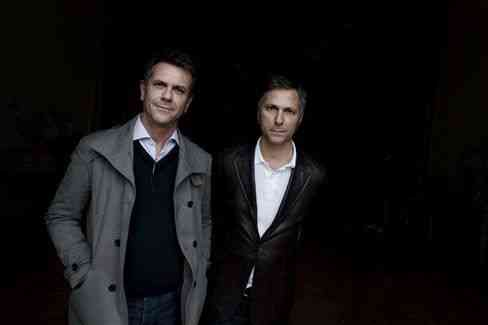 Os irmãos campana, Humberto e Fernando, na inauguração da mostra em Mˆ