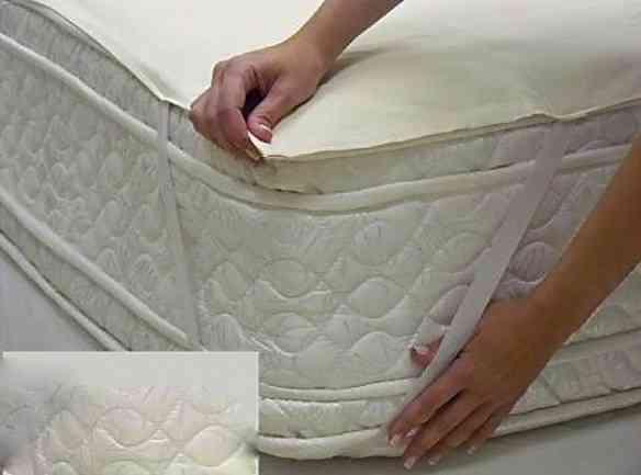 Da medida exata do colchão, o lençol térmico é preso nas quinas...