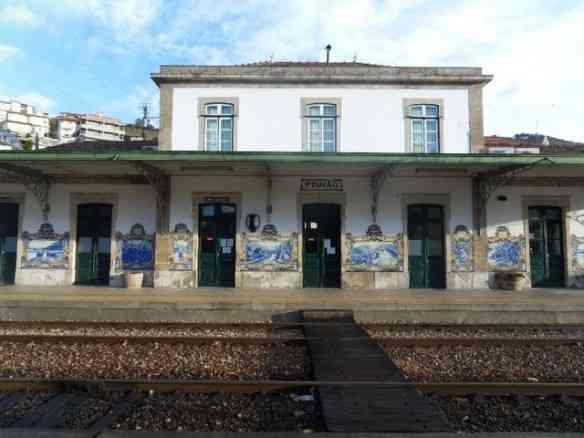 A deslumbrante estação de trem de Pinhão: Azulejos emblemáticos!