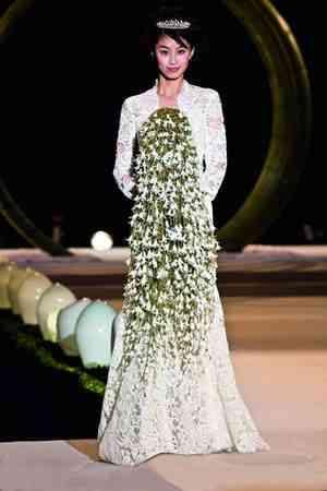 Fecho com uma noiva e seu bouquet estonteante!