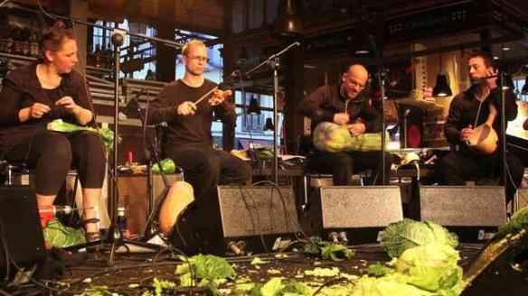 Noves fora a maravilhosa música improvisada e flamenca, para encher a alma...