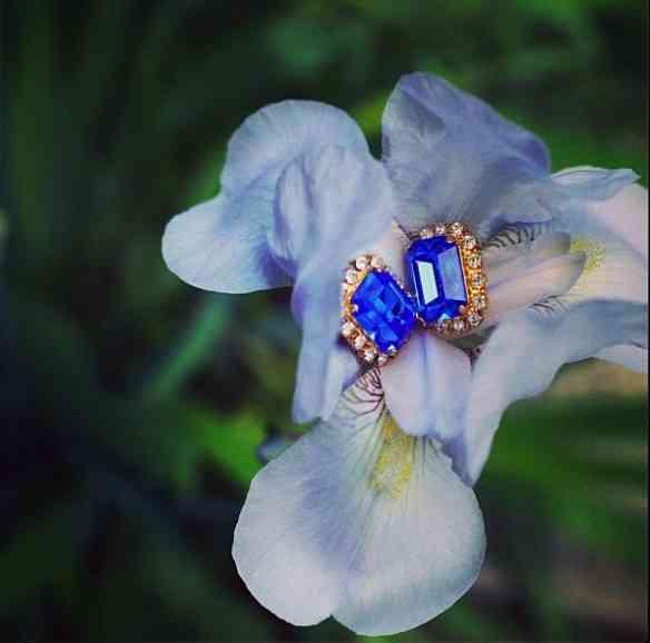 Um casamento lindo de flor com brinco!