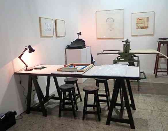 Prensa que permite gravuras feitas na hora, aproximando o artista do colecionador!