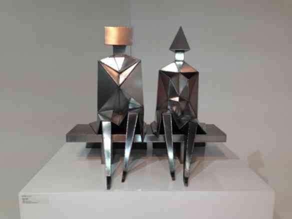 "Ou esta escultura ""Sitting Couple"", de Lynn Chadwick: inédito na minha vida!"