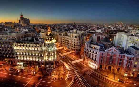 Madrid à noite: linda e única mas a globalização e os restaurantes...