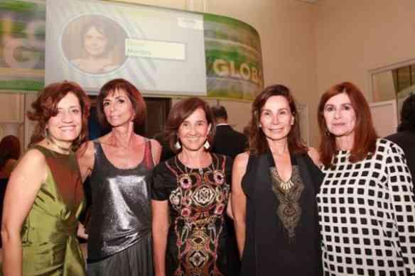 Miriam, chiquérrima, com Helena Celestino, BN, Elza Pereira e Luciana Froes: estou na melhor das companhias!