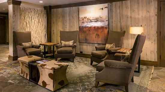 PropertyImage_VailMountainLodgeandSpa_Hotel_PublicSpaces_LobbyDetail_CreditVailMountainLodgeandSpa