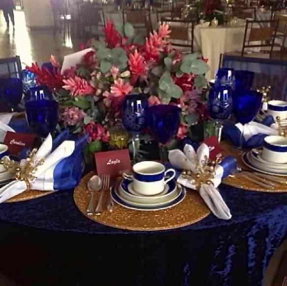 A mesa de Layla e Cristiane Valente: elegância clássica!