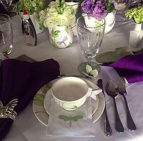 Adorei as libélulas da romântica mesa de Liz Vieira!