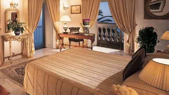 003807-02-bedroom-with-ocean-view