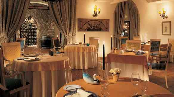 003807-03-dining-room