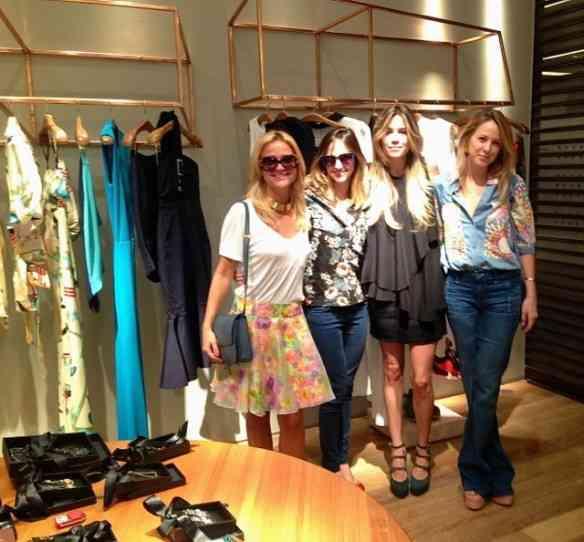 Marcela com as clientes Maria e Isabel TM e Alexia Venk: todas lindas...