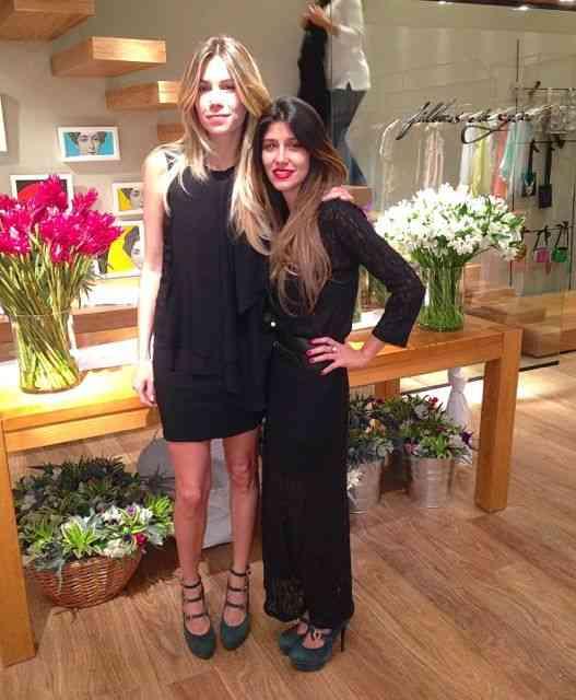Marcela e Renata na florida loja do Fashion Mall, posam pro BLOG, antes da inauguração….