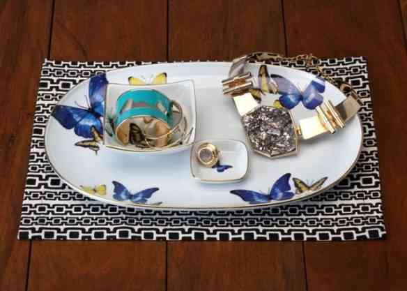 Este lindo porta-bijoux da Francesca tem desenho de borboletas assinado pela maravilhosa Leli Orleans e Bragança!