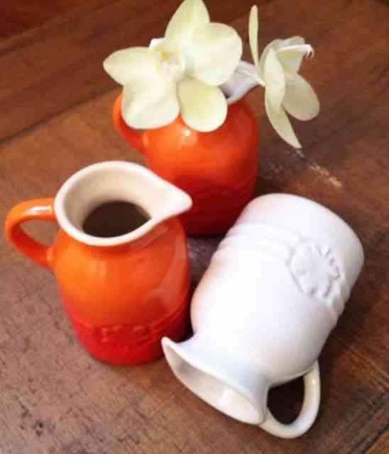 Estes mini vasos são deslumbrantes e têm duas funções na minha vida: molheira individual ou vasinhos para espalhar pela mesa!