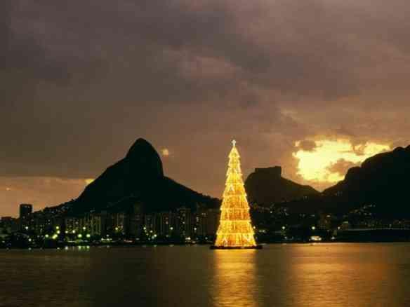 Natal completo, aqui em casa, passa pela linda árvore da Lagoa!