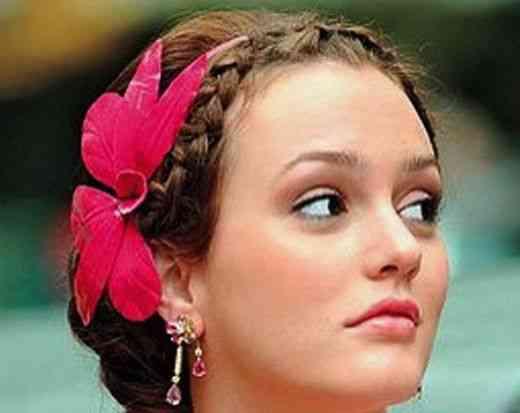 Blair Waldorf, personagem de Gossip Girl, com a cabeça feita por Jennifer Behr
