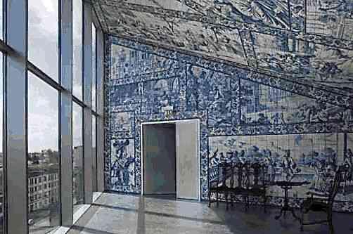 Que interessante a inclusão de azulejos antigos em ambiente contemporâneo!