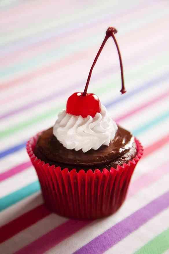 Cupcake Cereja Beto Pêgo