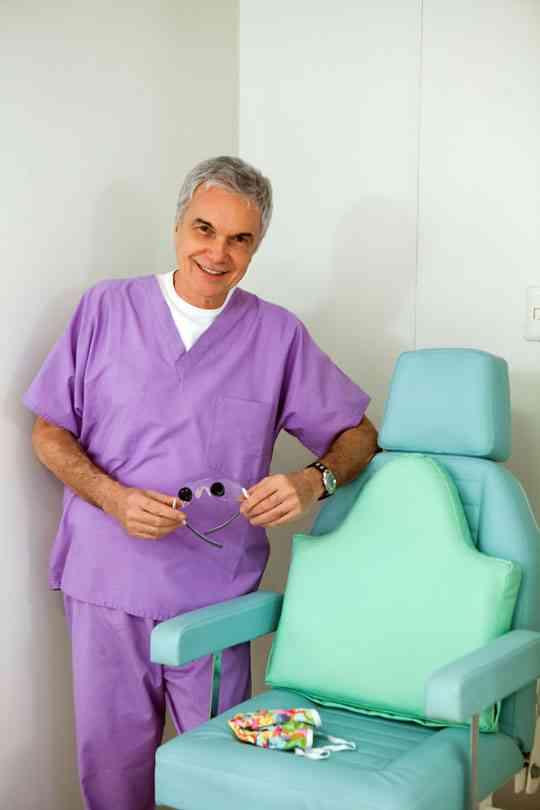 A elegância de Dr Volney para operar!