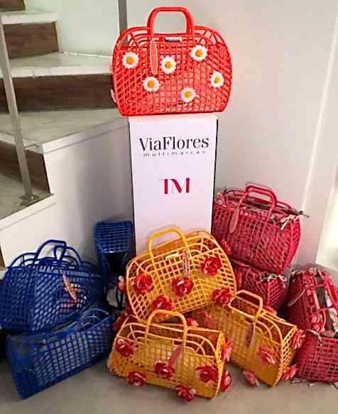 AS bolsas na Via Flores esperando por nós todas...