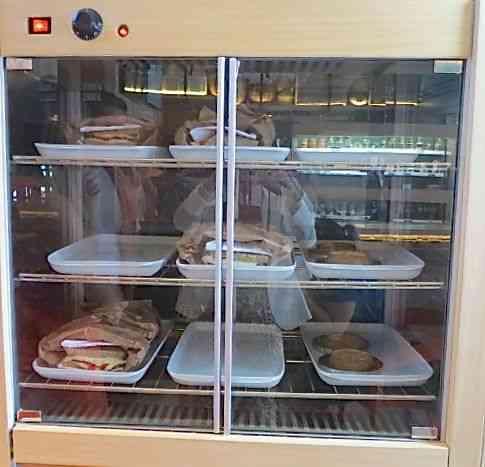 Aqui nos esperam as divindades quentes: quiches, tortas, tarteletes, tudo feito com o que há de mais integral e bem combinado!