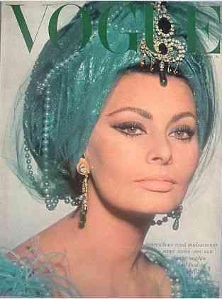 A linda Sophia Lauren, na capa da Vogue, com tudo que tem direito: ela pode!