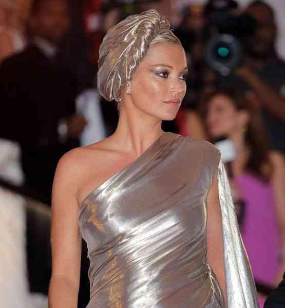 Podemos dizer que o turbante fez o look da chiqérrima Kate Moss!