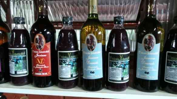 Licor de jabuticaba, vendido na lojinha local! BN