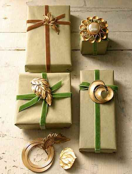 Brooch_Gift_Wrap