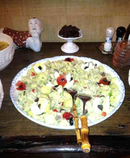 Detalhe simplificante: a salada foi feita com bacalhau divino desfiado e dessalgado, também by Delly Gil!