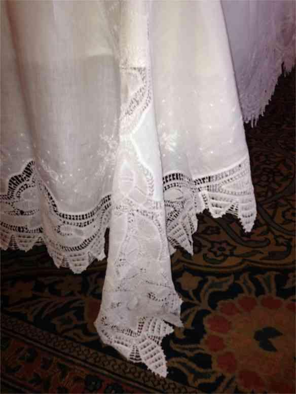 Detalhe da maravilhosa toalha de renda renascença herdada de sua mãe!