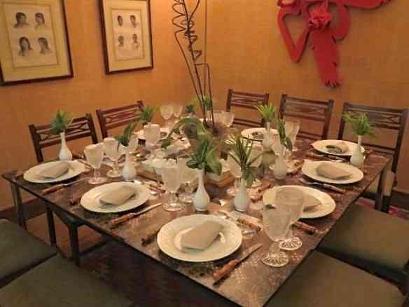 Vejam como a mesa arrumada ficou simpática...