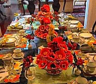 Close no centro da mesa, enfeitado com os docinhos inenarráveis da Raph's Patisserie!