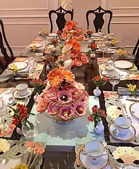 Mesa deslumbrante, para dez, com tudo girando em torno do lindo serviço americano!