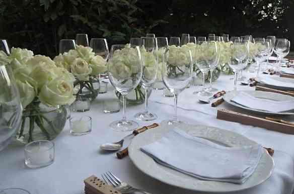 Close na mesa toda branca!