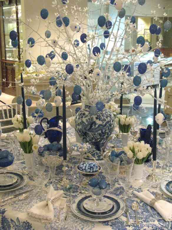 blue-white-glittery-table-decorations-for-christmas-with-white-and-blue-gittery-christmas-balls-on-white-christmas-branches-and-white-lilis-on-crystal-christmas-tableware-decoration-decoration-table